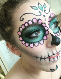 HOW TO: EASY SUGAR SKULL HALLOWEEN LOOK