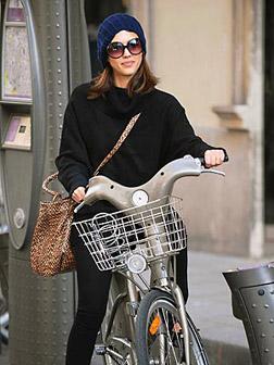 Jessica Alba in Paris