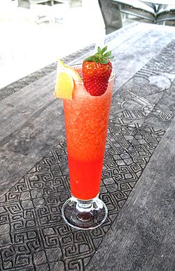 Suncall Smoothie a blast of strawberries elderflower lemon & apples.