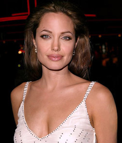 <b>Angelina To Adopt Ag...</b>