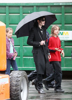 Michael Jackson walks with kids Prince and Paris