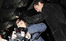 Jude Law attacks a pap