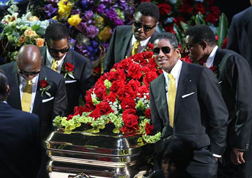 Michael Jackson's brothers carry his coffin