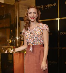 <b>Scarlett Johansson a...</b>