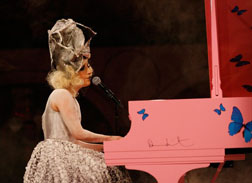 <b>Gaga leaves them Spe...</b>
