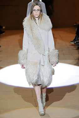 <b>Fur Takes Over Fashi...</b>