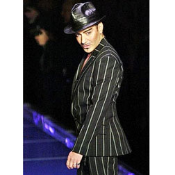 <b>John Galliano To Cha...</b>
