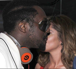 Will.I.Am and Cheryl Cole Kiss