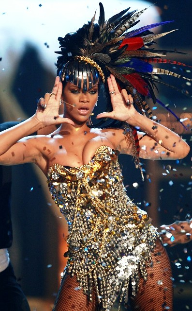 <b>Rihanna Dares to Wea...</b>