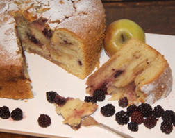 Apple and Blackberry Cake - Serve it up!