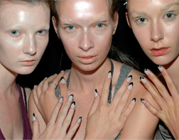 Half Moon Manicure at Jose Duran show