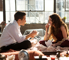 Jake Gyllenhaal and Anne Hathaway in Love and Other Drugs