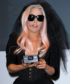 <b>Gaga Premieres New S...</b>