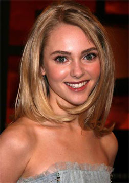 Anna-Sophia-Robb-shoulder-length-hairstyle
