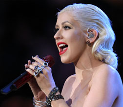 <b>Xtina Judges New Com...</b>