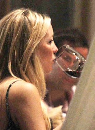 A pregnant Kate Hudson was snapped sipping on red wine earlier this month...