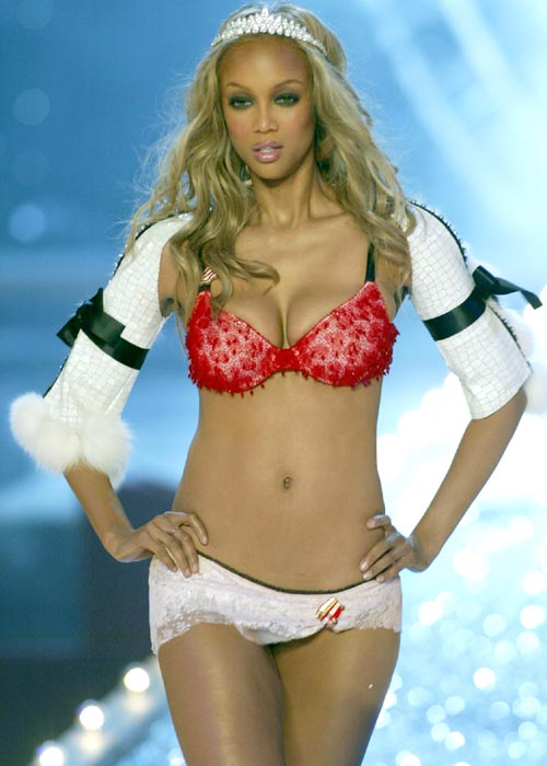 Tyra-Banks-on-the-runway-wearing-a-red-bra