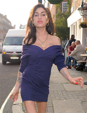 <b>Winehouse Enters Reh...</b>
