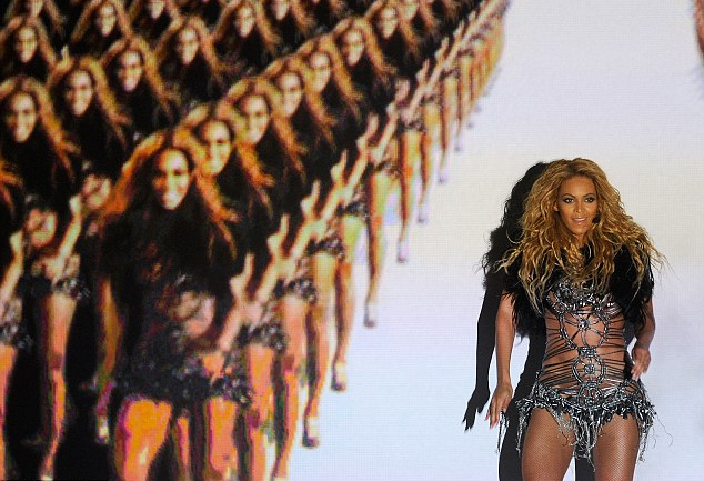 Beyonce performing Run The World (Girls)