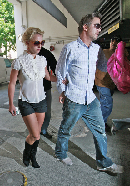 <b>Britney Set to Marry...</b>