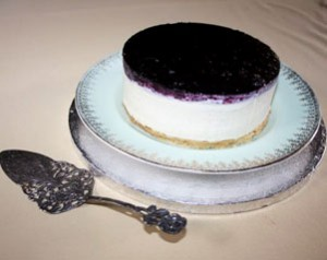 White Chocolate Cheesecake with Blackcurrents