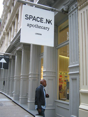 <b>Space NK Biggest Onl...</b>