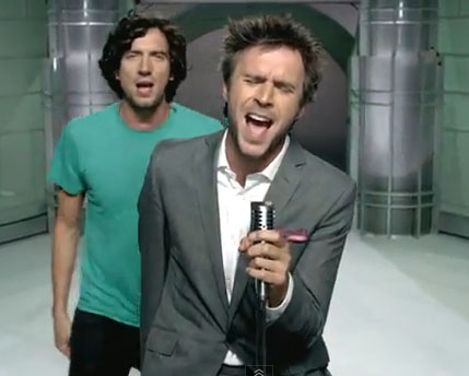 Gary Lightbody and Jack Davenport in the video for Calling Out In The Dark
