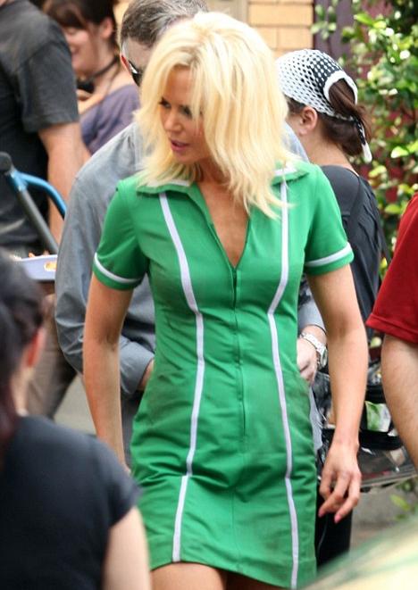 <b>Kidman Goes Blonde...</b>