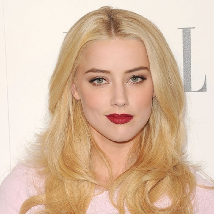 Amber Heard with a great beauty look of scarlet lips and pale makeup
