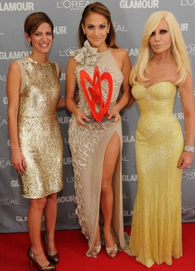 Jennifer Lopez poses with designer Donatella Versace, right, and Glamour magazine editor in chief Cindi Leive