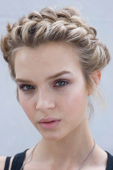<b>Summer Hair Trends W...</b>