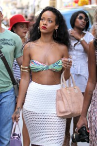 Ri Ri goes shopping in Saint Tropez