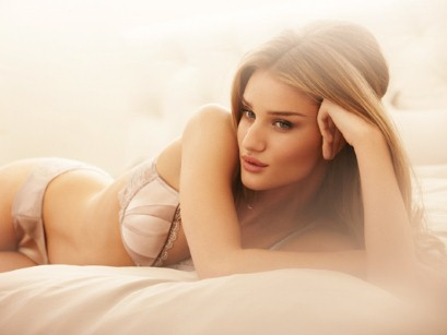<b>Rosie Huntington-Whi...</b>