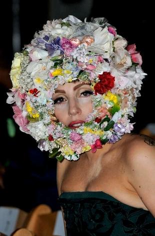 <b>Gaga Visits Julian A...</b>