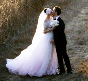Anne Hathaway &amp; Adam Shulman At Their Wedding
