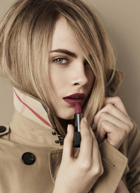 <b>Girl Crush: Cara Del...</b>