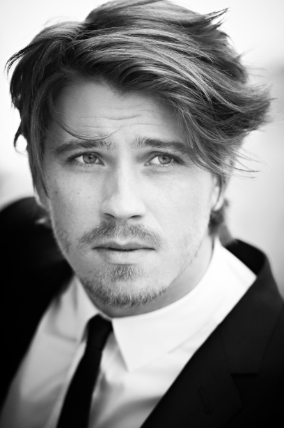 <b>Garrett Hedlund: New...</b>