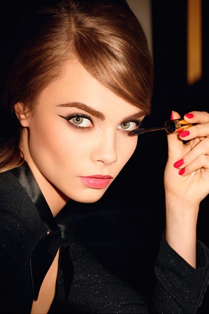 <b>Cara Delevingne For ...</b>