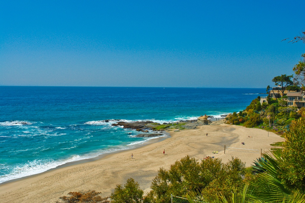 <b>Laguna Beach in Oran...</b>