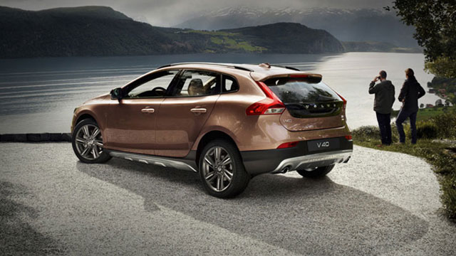 <b>THE VOLVO V40 CROSS ...</b>