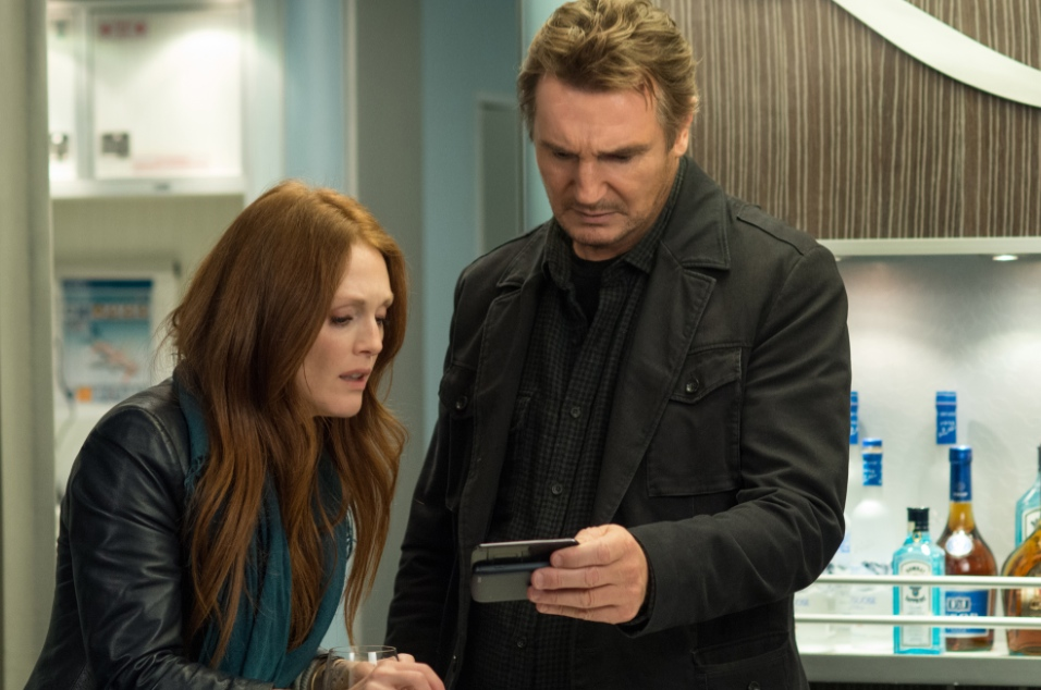 Julianne Moore and Liam Neeson in Non Stop.