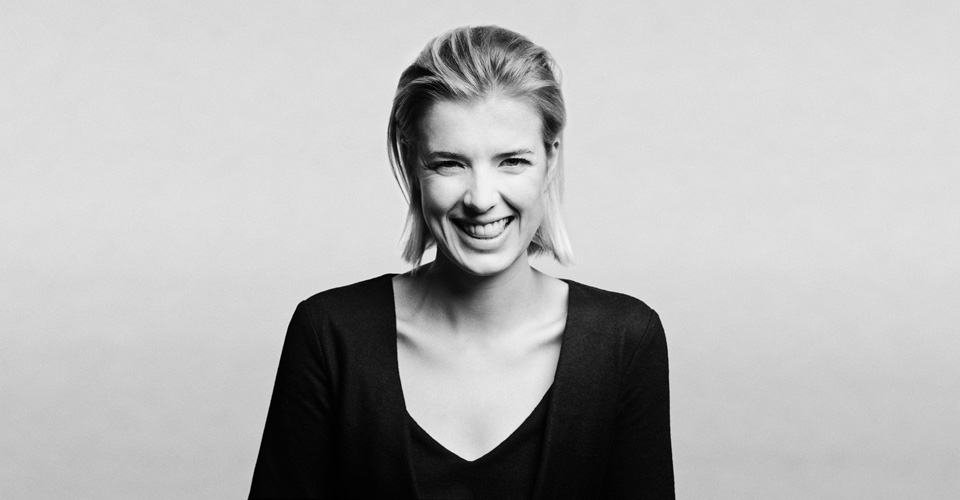 <b>AGYNESS DEYN ANNOUNC...</b>