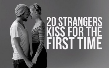 <b>10 FIRST KISSES: A V...</b>