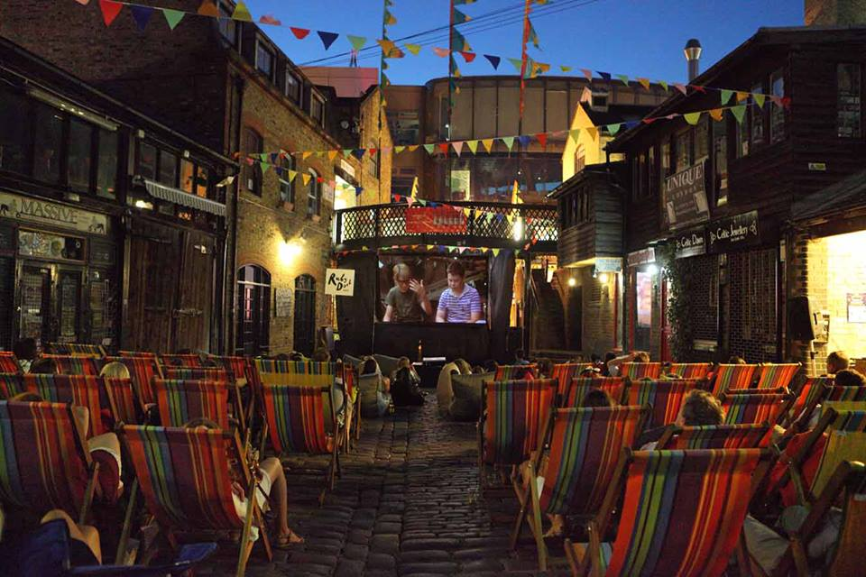 <b>THE BACKYARD CINEMA ...</b>