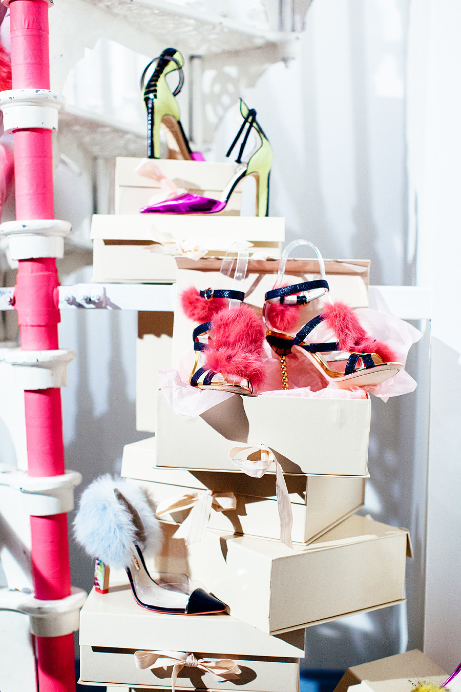 <b>FASHION: THE PARTY S...</b>