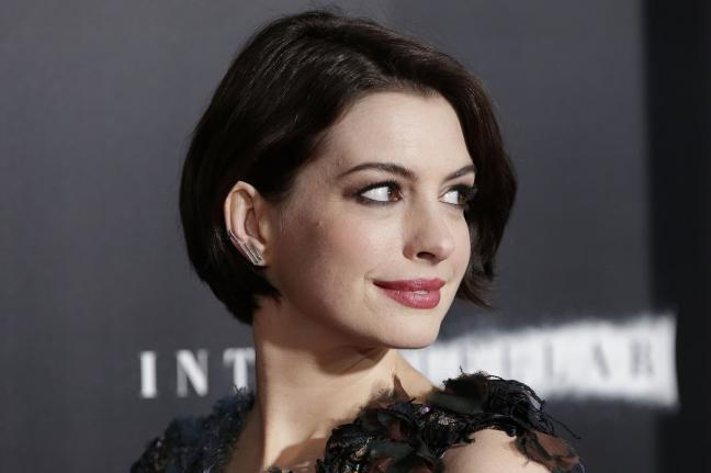 ANNE HATHAWAY'S LATEST STARRING ROLE IN COLOSSAL | Beauty And The Dirt ... Anne Hathaway