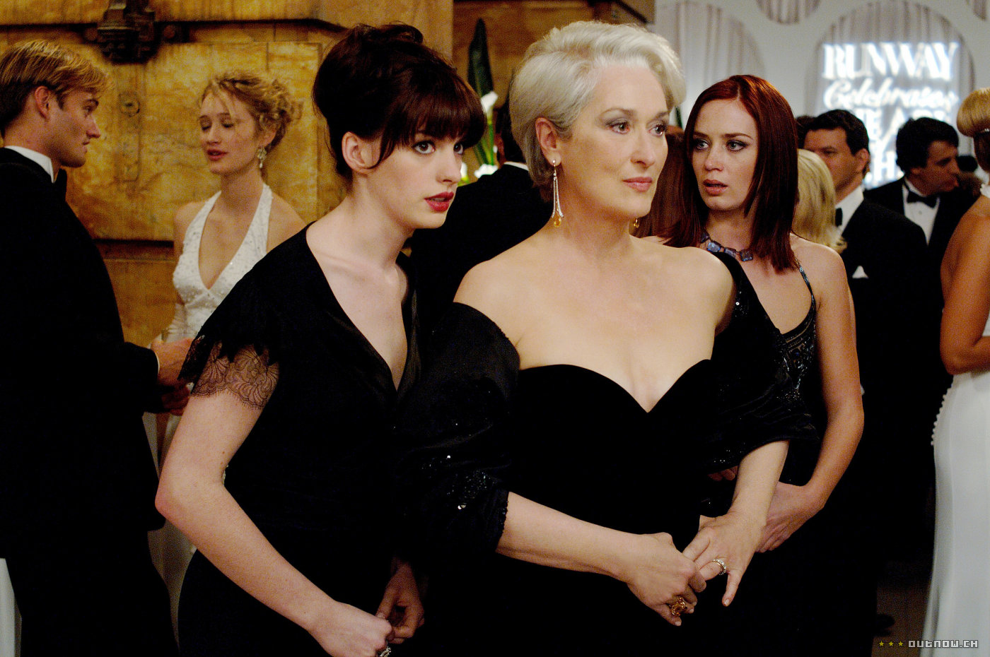 <b>DEVIL WEARS PRADA TH...</b>