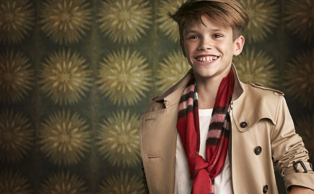 <b>BURBERRY CHRISTMAS A...</b>