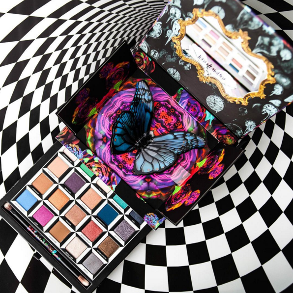 <b>URBAN DECAY x ALICE ...</b>