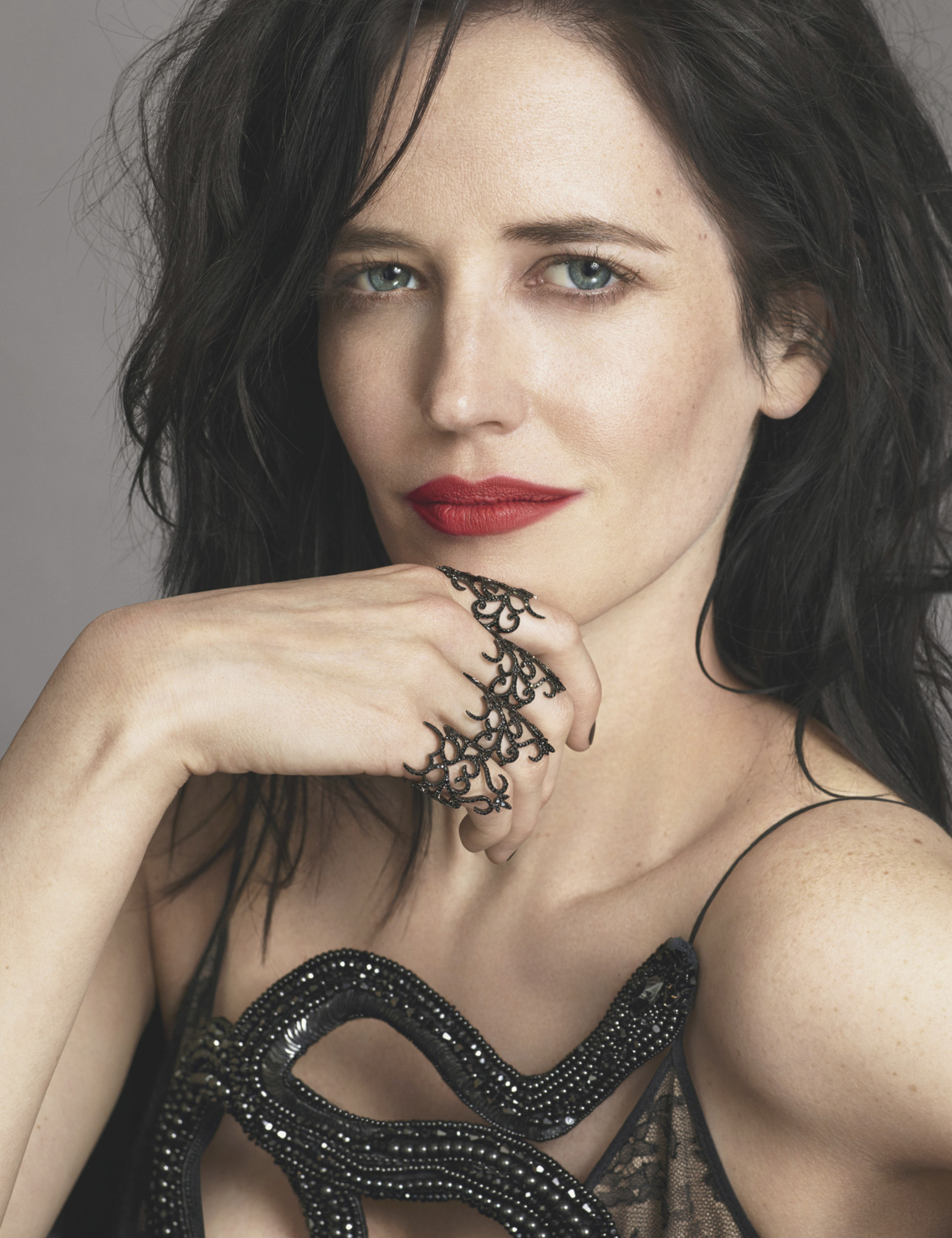 <b>EVA GREEN CASTS A SP...</b>
